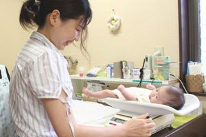 半田市のかとう助産院での母乳相談・育児支援の様子